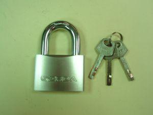 Катинар GERDA KSWS60 ,със защитена скоба,с 3 ключа,неавтоматичен,противозломен.