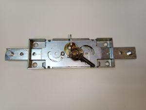 Брава PREFFER за ролетки централна със секретен ключ