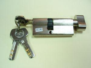 """Секретен патрон """"YALE""""Никел.С ръкохватка.С 3 ключа.С палец по ДИН.Различни размери."""