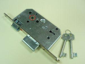 Брава MAUER обикновен ключ 70/50 мм.С никелирана челна планка.